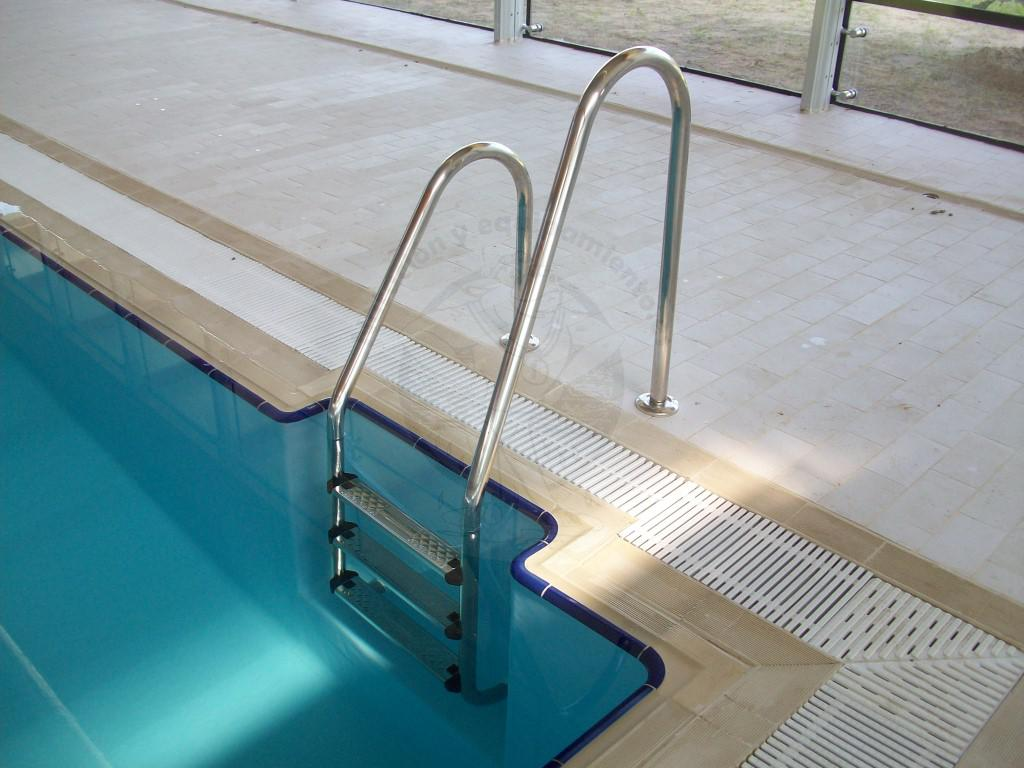 Escalera piscina standar asimetrica for Escalera piscina